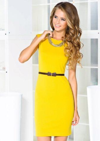Выбираем самое актуальное платье-футляр: 70 модных образов