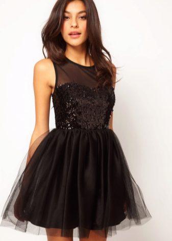 a0c9e119f47 Многочисленные фасоны позволяют выбрать платье на любой