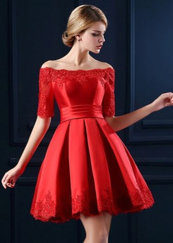 Красные платья с юбкой солнце