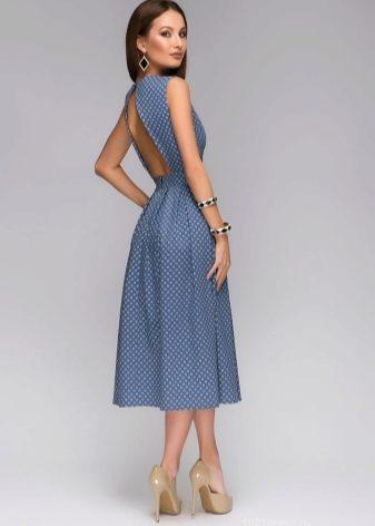 66c6a999bbe Платья в пол с принтом «горошек» особенно роскошны. Модели с открытыми  плечами идеальны для выхода в свет