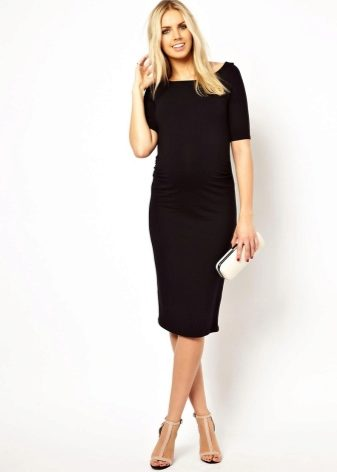 eee4611f1e75 Τραπέζια φόρεμα. Το φόρεμα έχει σιλουέτα σχήματος Α, χάρη στην οποία μια  γυναίκα στη θέση της μπορεί να κινηθεί χωρίς προβλήματα.