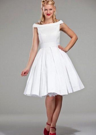 Приталенное платье с пышной юбкой фото
