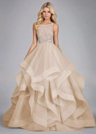 5139ee5e61f6 При выборе платья обращайте внимание не только на красоту, но и на удобство  наряда. Ведь вам придется провести в нем несколько часов, при этом еще и ...