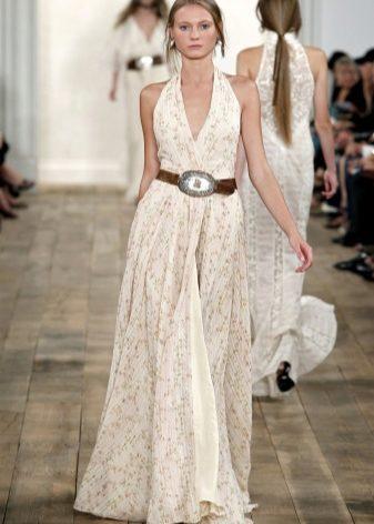 1975e5711ce0a61 Платье белого цвета – наряд вне возраста. Его могут носить как молодые  девушки, так и женщины более старшего возраста. Не бойтесь, вы будете  выглядеть ...