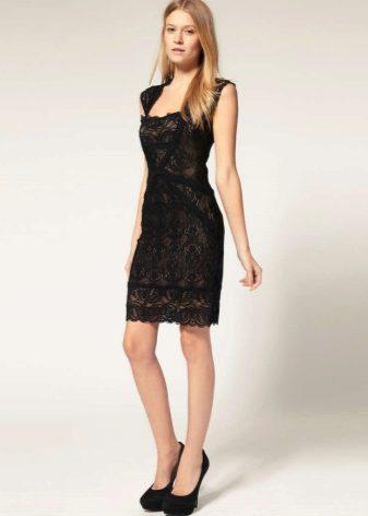 f15433f4949990f Прямые модели из гипюра пользуются огромным спросом. Они выглядит изящно и  нежно. Любая девушка в таком платье смотрится очень романтично.