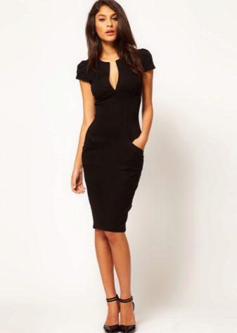 Черное платье с вишней