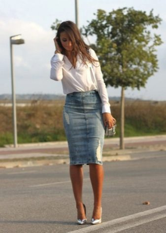 a15751dd6086 Τι μπορώ να φορέσω με μια φούστα midi denim