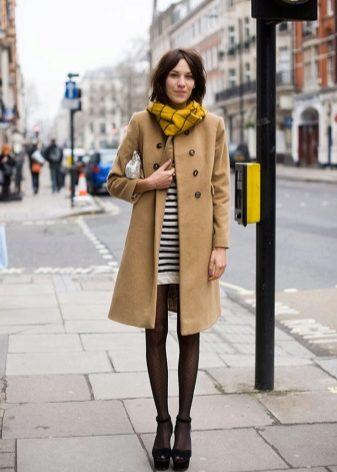 Смотреть Мода и трендыКоричневое женское пальто видео