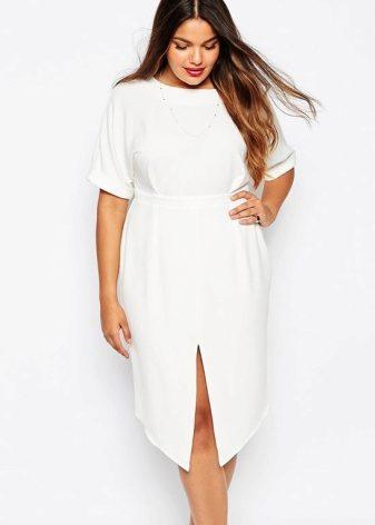 09e890f76e4 Платье – баллон – еще один прекрасный вариант стильного платья для полных.  Такая модель отвлекает внимание от полных бедер и живота.