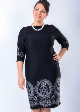 2cf5c353434cd83 Дизайнерами создано огромное количество стильных платьев для полных женщин.  Выбор такого платья имеет свои нюансы. Необходимо, чтобы оно скрывало  недостатки ...