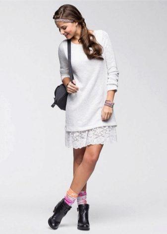 Платье с гипюром на подоле