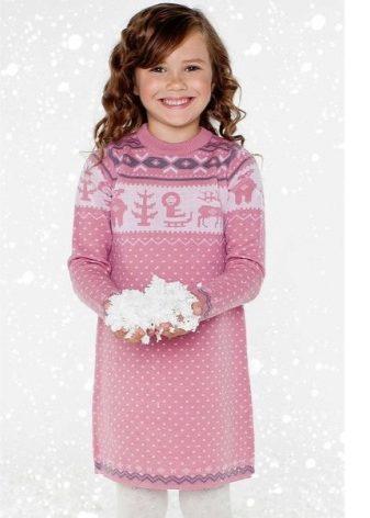 f182944aac15ce3 Зимнее платье характеризует неглубокий вырез и простота дизайна. Чаще всего  присутствуют какие-то небольшие аппликации, необычные пуговицы, крупные  карманы.