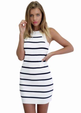 e3c259a9bed Немного легкости и женственности внешнему виду придаст укороченная модель трикотажного  платья-мини.