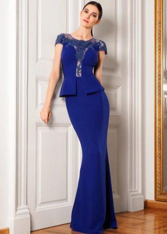 b280dcd8e541a92 Для обладательниц «прямоугольной» фигуры подойдут платья с воланами, с  объемными элементами декора в верхней части платья, объемные и прямые платья .