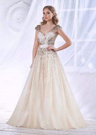 a11cc885319e223 Если вы хотите быть «настоящей принцессой» на вашем вечере, то выбирайте  платье в пол. А для коктейльного образа отлично подойдет короткое платье.