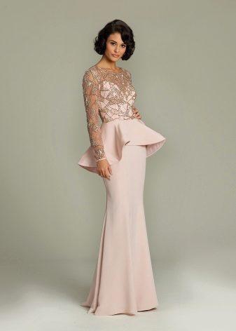 37d56ec4688 Вечернее платье с кружевными или полупрозрачными длинными рукавами тоже  является одним из неизменных хитов продаж