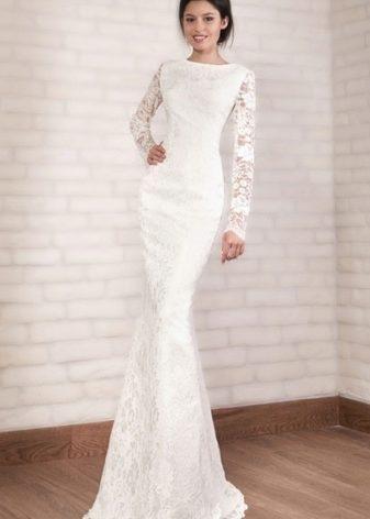 42276ace36b Вечернее платье с кружевными или полупрозрачными длинными рукавами тоже  является одним из неизменных хитов продаж