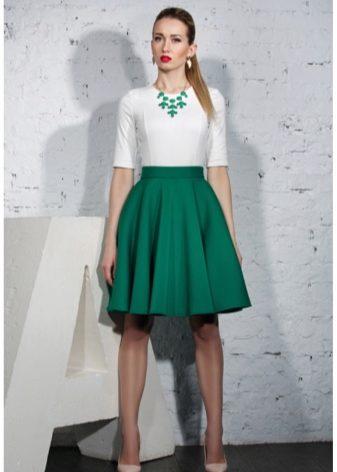 Цвет кофты к зеленой юбке