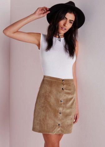 54e82ec7675 Из-за своей формы юбка-трапеция имеет ряд своих особенностей  отсутствие  карманов и каких-либо вставок