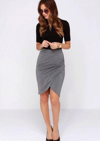Строгие юбки с разрезом