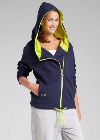 6a3cb44b5e2 Kappa mikiny s kapucí jsou oblíbené u mladých žen. Stylový design