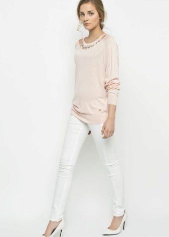 Фото девушек в прозрачных белых брюках