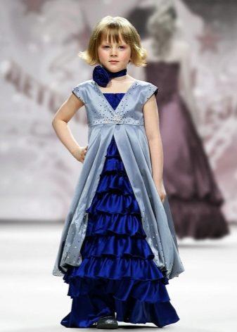 ed74ba7d592 Το μήκος των φορεμάτων είναι το πιο διαφορετικό. Για κάθε μέρα, επιλέγονται  μικρά μοντέλα ή μέχρι το γόνατο.