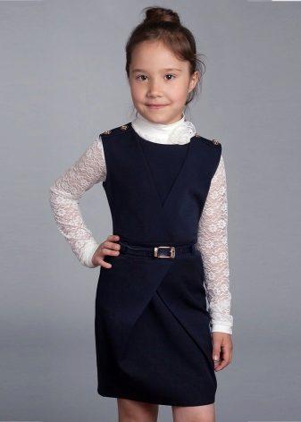 f76ee0e8c ... hará que la imagen de su hija sea memorable. Una blusa con volantes en  las mangas complementará el arco magnífico y cómodo para un pequeño  fashionista.