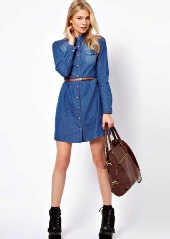 e17813b9bc8 Правильно подобранное джинсовое платье скроет лишние килограммы на животе