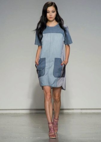db01b7c678c Джинсовые платья с воланами на плечах подойдут девушкам с фигурой «груша»