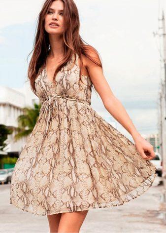 ccd19e930 Особенность коротких сарафанов в том, что это самая подходящая одежда для жарких  дней, отдыха на море, повседневного ношения. Сарафан - удобная, свободная  ...