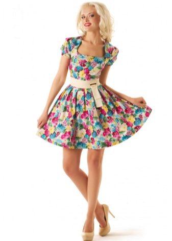 1d42de10fac Широкая спина и полная талия олицетворяют фигуру типа E. Пышные юбки или трапециевидные  платья подойдут больше всего.