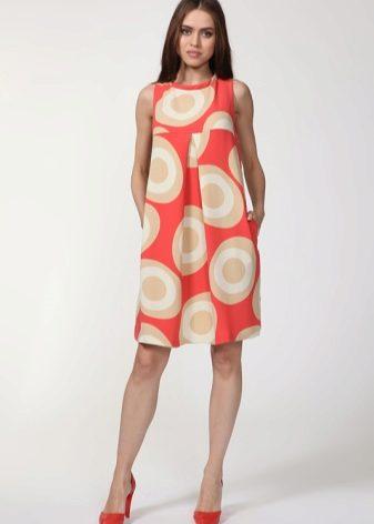 36cf973c7c0 Широкая спина и полная талия олицетворяют фигуру типа E. Пышные юбки или  трапециевидные платья подойдут больше всего.