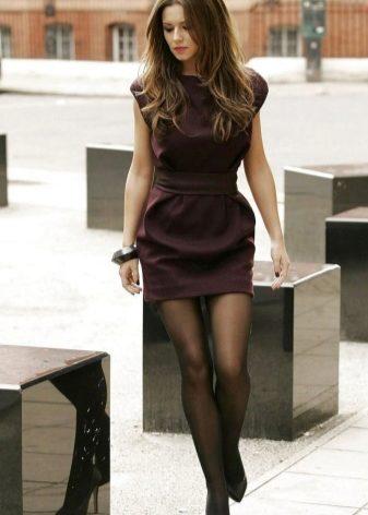 Фото девушка в чулках и черном платье 5