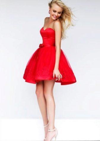 f456fcd2baf9 Μίνι φόρεμα για πραγματικές ομορφιές