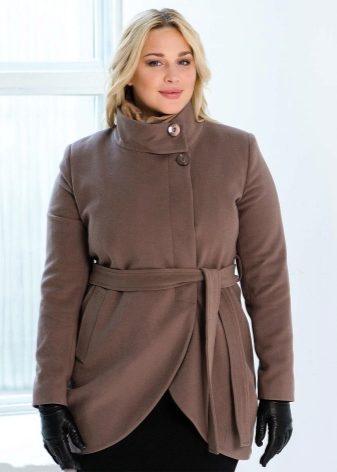 Драповое пальто для полных должно быть из смешанной шерсти с синтетическими  волокнами. Такой материал выглядит более тонко и не утяжеляет фигуру. f53a21febf792