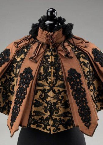 Пальто с пелериной