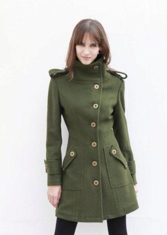 Высоким и худеньким девушкам идеально подойдет любая модель «военного»  пальто d42cf5137e44e