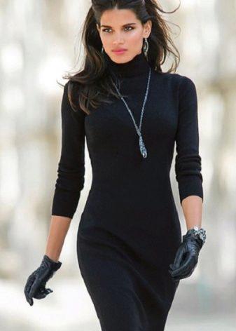 Бусы под чёрное платье