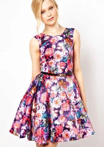 Шелковое платье с цветком