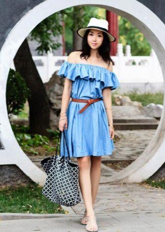 Платья с воланом на плечах – вот, новый тренд, воплощающий в себе сущность  женщины. 7825c3e52b4