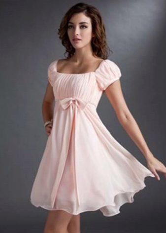 Талия завышена или платье мало