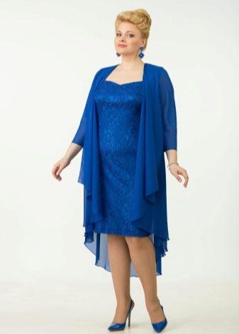 Насыщенные синие тона шифоновых платьев всегда в моде. Женщинам элегантного  возраста подходят сдержанные, спокойные тона в одежде  c2e81de7f49