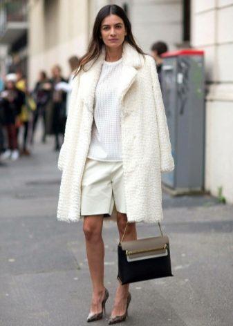 Белое зимнее пальто с чем носить