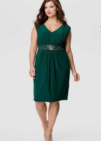 Изумрудное платье (78 фото): в пол, с чем носить, макияж, маникюр, короткое, изумрудно-зеленое, длинное