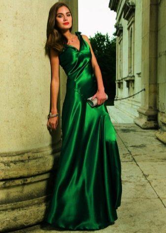Для ежедневных нарядов лучшие вариант – трикотажные ткани. Шифон в  изумрудном платье отлично выглядит в драпировке или с оборками. a285be9f7f1f6