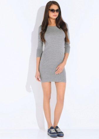 b6865ef85ff9 Модельеры сегодня не совсем согласны с этим мнением и могут предложить  моднице любой внешности серое платье, подходящее только ...