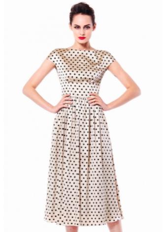 0100c6e2ecd1 I en klänning kan man kombinera olika typer av ärter. Dessutom kan han  delta i kompositionen med cirklar eller knappar.