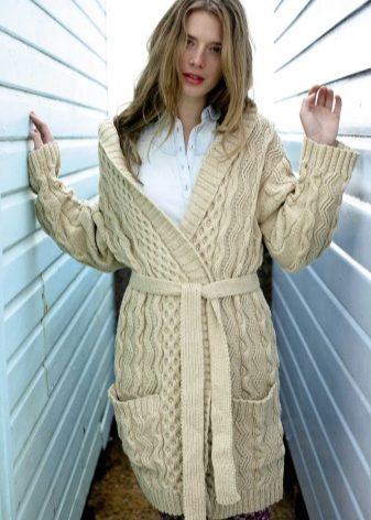 Вязаные кардиганы, пальто, кофты, жакеты, пончо (57 фото): стильные, теплые