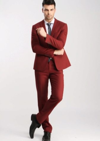 Деловые мужские костюмы 2018 (68 фото): строгие костюмы для мужчин, как выбрать, черный, белый и красный, брендовые